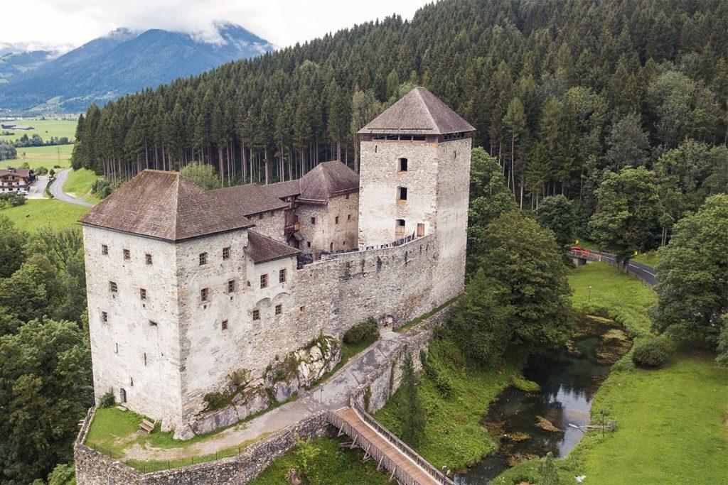 Burg Kaprun Sommer