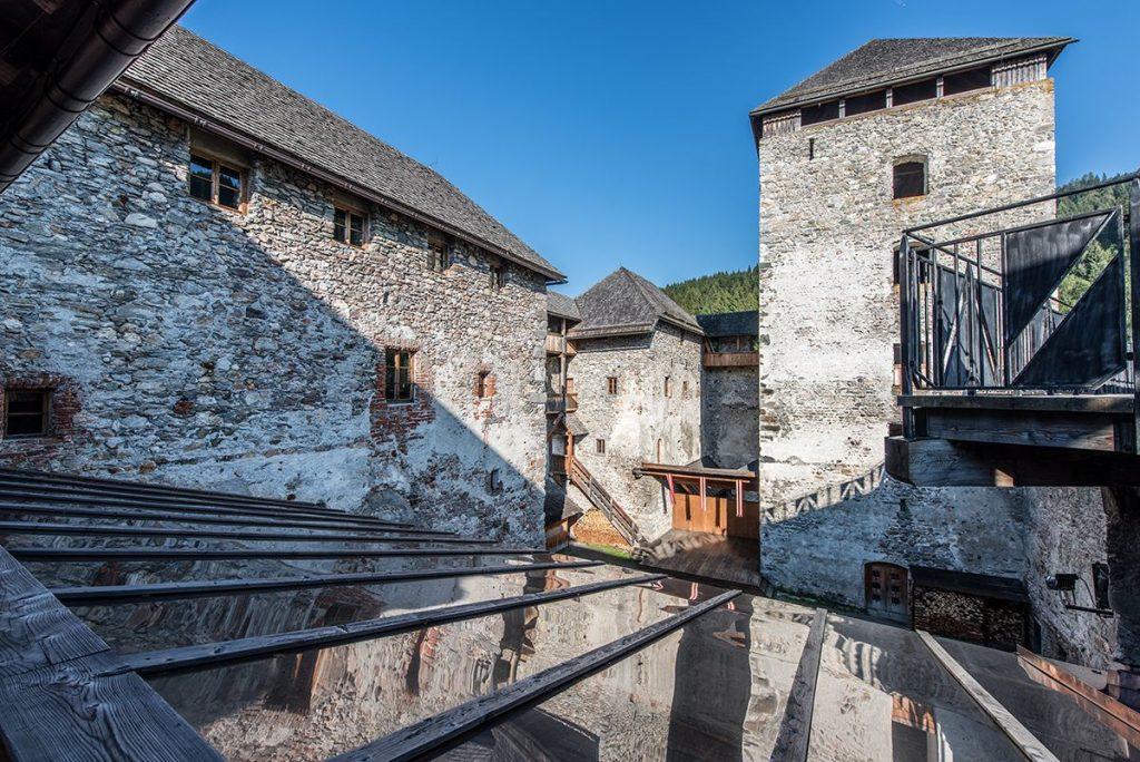 Burg Kaprun Burghof © Matthias Kendler
