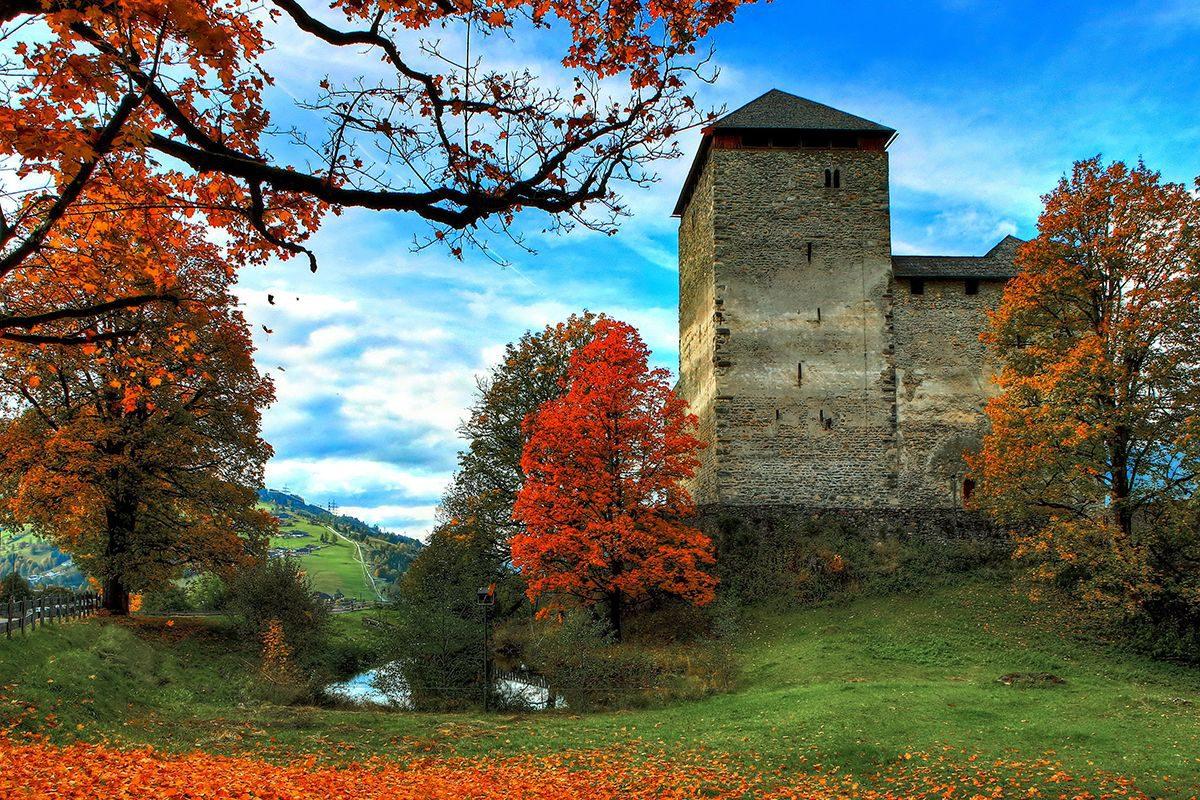 Burg Kaprun Herbst © Roland Hözl