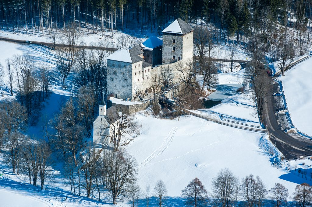 Burg Kaprun Winter © Zell am See-Kaprun Tourismus / Mairitsch